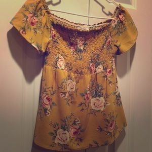 Women's medium yellow off shoulder top. Monteau